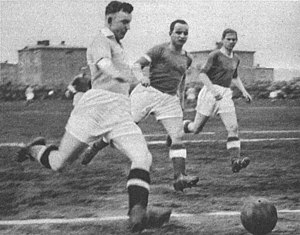 Ernst Wilimowski - Willimowski (front, with ball) in a 1937 match for Ruch Chorzów against Warta Poznań.