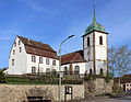 Medelsheim Pfarrkirche und Pfarrhaus von der Burgstraße.JPG