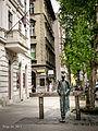 Miklós Radnóti (statue, Budapest) (2).jpg