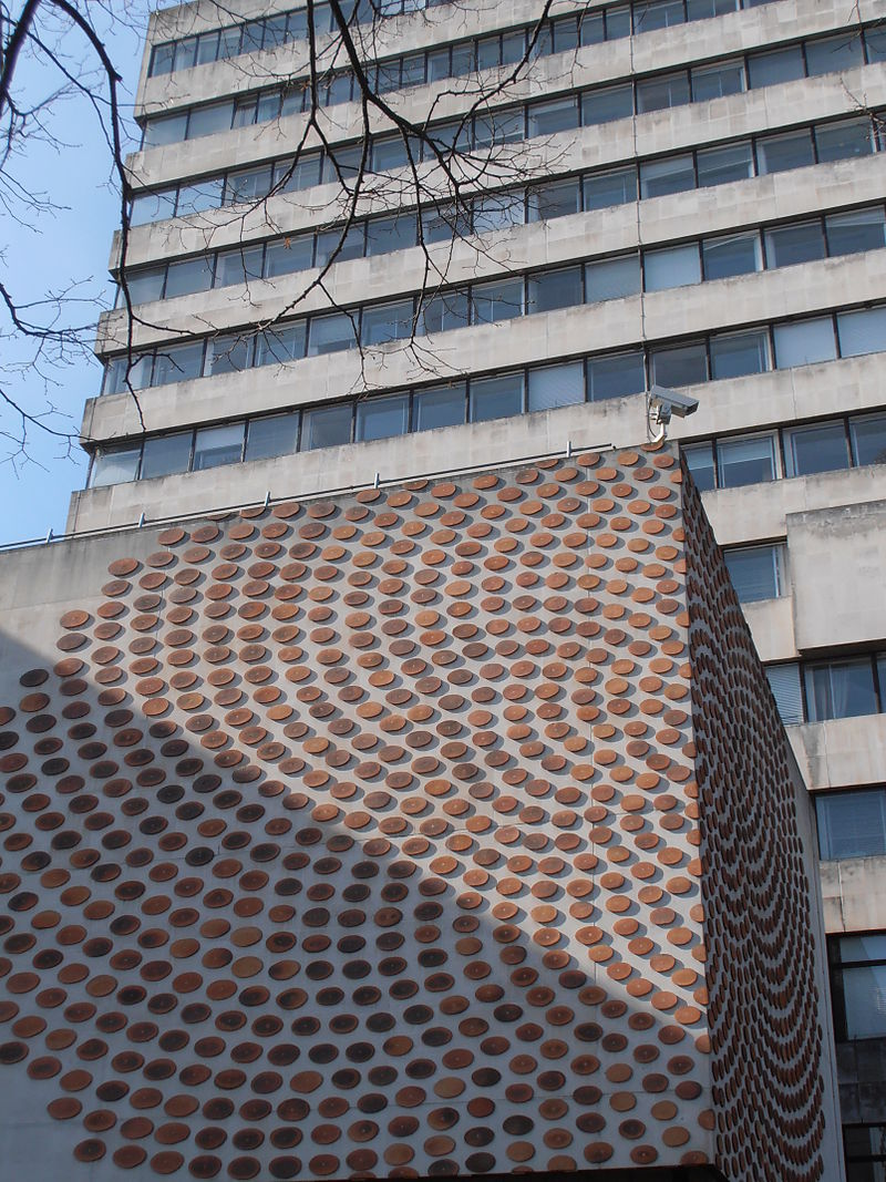 Mind%27s Eye by Peter Randall-Page, Cathays Park.JPG