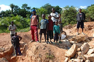 Maniema - Miners and their children in Kailo Territory, 2007