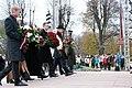 Ministru prezidents Valdis Dombrovskis piedalās ziedu nolikšanas ceremonijā pie Brīvības pieminekļa (6357978349).jpg