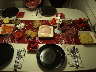 Joulupöytä