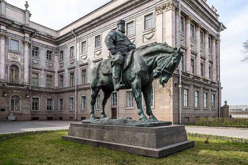 Monument to Alexander III in SPB.jpg
