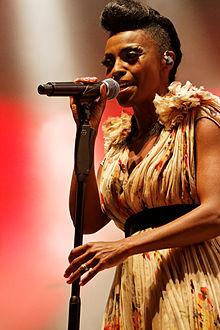 Skye Edwards in concerto nel 2014.