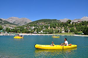 Allos - Boating on the Allos lake.