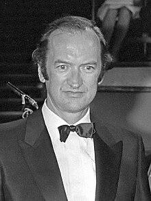 https://upload.wikimedia.org/wikipedia/commons/thumb/b/bf/Nikolaus_Harnoncourt_(1980).jpg/220px-Nikolaus_Harnoncourt_(1980).jpg