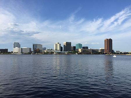 Norfolk, Virginia skyline from across the Elizabeth River in 2016 Norfolk, Virginia skyline 2016.jpg
