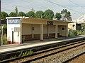Noyon (60), gare SNCF, abri de voyageurs pour la voie 2 direction Paris.jpg