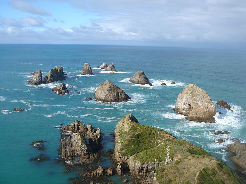 File:Nugget Point on Sunny Day.JPG