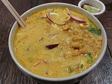 Ohn No Khao Swe at Sapphire Asian Cuisine (10988302274).jpg