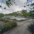 Overzicht moestuin met broeibakken en rechts het pottenhok - Ambt Delden - 20406516 - RCE.jpg