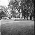 Overzicht van monument in het park - Zeist - 20428759 - RCE.jpg