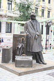 Socha věnovaná fenoménu cestovatele. Oviedo, Španělsko