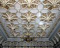 Pałac w Starejwsi-strop w sali bialej.jpg