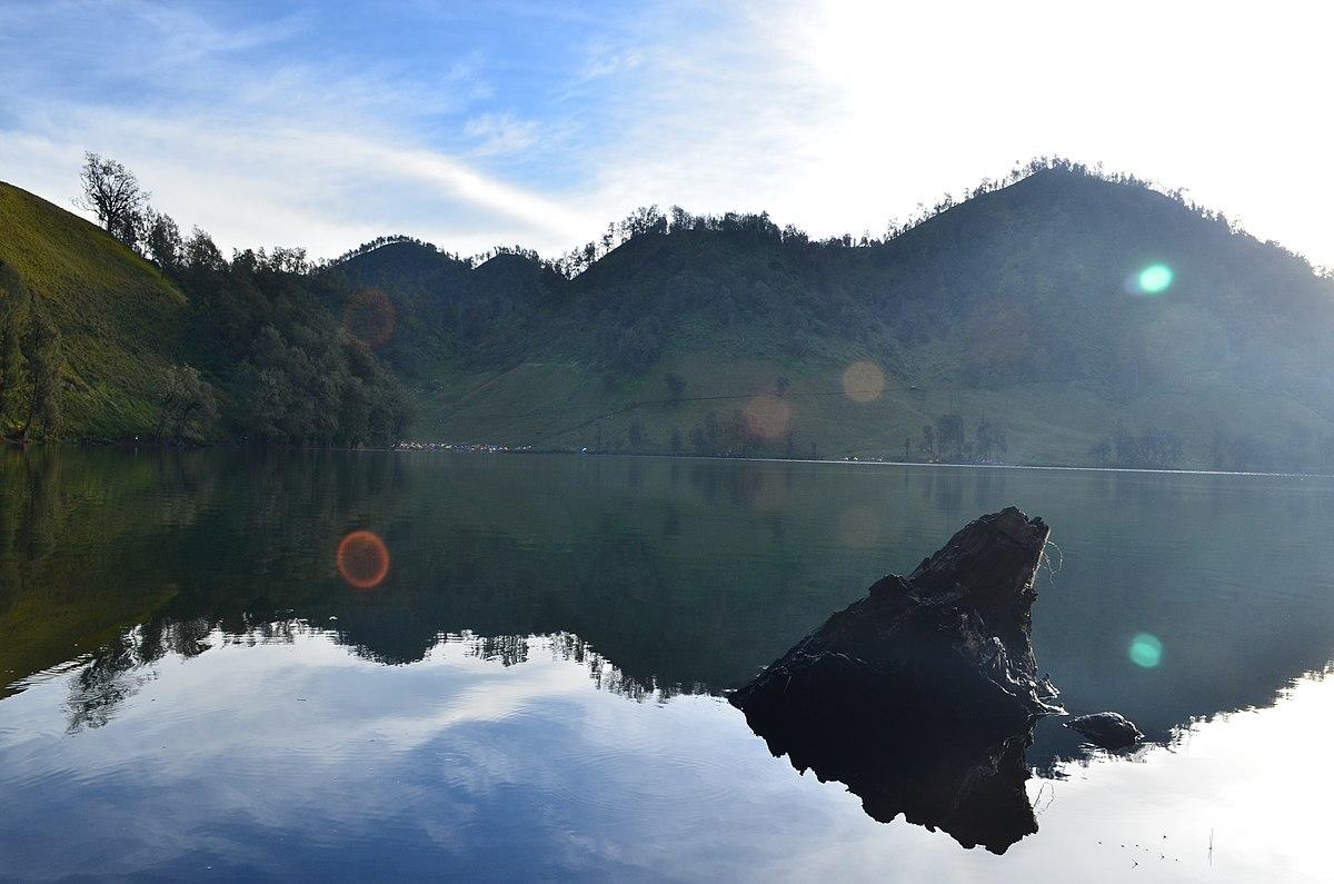 File:Pagi di danau ranu kumbolo, TN Bromo-Tengger-Semeru ...