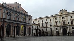 Palazzo della Prefettura e teatro Stabile - la piazza.jpg