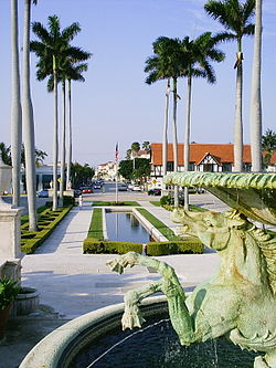 Memorial Fountain park katika Palm Beach