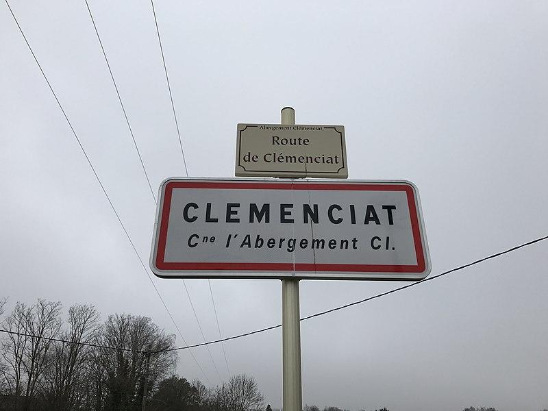 Panneau d'entrée dans Clémenciat, hameau de L'Abergement-Clémenciat.