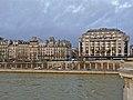 Paris 75001 Voie Georges-Pompidou Quai du Louvre 20111229 (02).jpg
