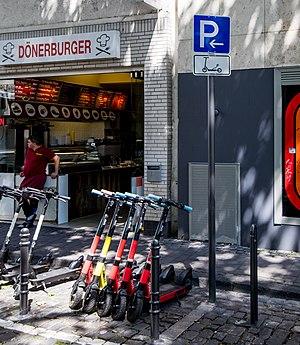 Parkplatz für E-Scooter, Seidmacherinnengäßchen, Köln-9127.jpg