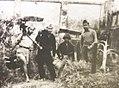 Partisans transférant la mitrailleuse française au carrefour de Hàng-Đậu à Hanoï, décembre 1946.jpg