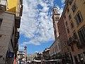 Piazza delle Erbe, Verona (agost 2013) - panoramio.jpg