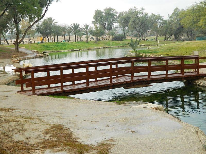 גשר באגם שבפארק אשכול