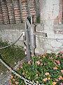 Pompa acqua in via Adolfo Azzi, Trecenta.jpg