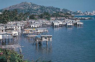 Hanuabada - Image: Poor coastal housing at Hanuabada in Port Moresby 1
