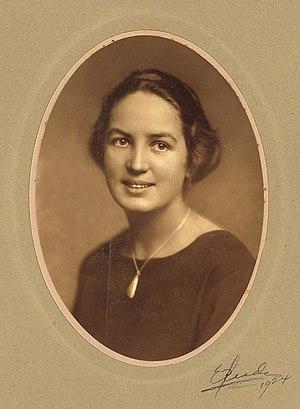 Elisabeth Meyer (photographer) - Portrait of Elisabeth Meyer,   Photo: Ernest Rude 1924.
