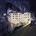 Predjama castle (30074983748).jpg