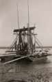 Pripreme za spuštanje u Dunav armirano-betonskog kaptažnog bunara, februar 1939. godine.tif