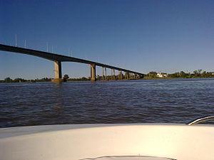 General Artigas Bridge - Image: Puente internacional canal de navegación