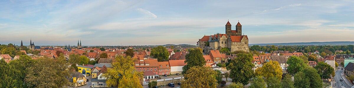 Quedlinburg asv2018-10 img04 pano from Muenzenberg.jpg