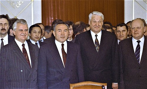 The first Ukrainian President Leonid Kravchuk (left) along with other heads of states of the newly formed Commonwealth of Independent States in 1991. - President of Ukraine