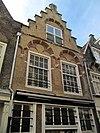 foto van Pand met Dordtse trapgevel, gedateerd onder de topconsole: 1701