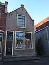 foto van Huis met geverfde tuitgevel