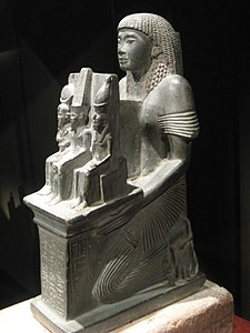 Ramessesnakht Theban Triad Statue (left side) 2012a.jpg