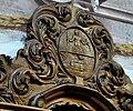 Reichersberg Stiftskirche Chorgestühl links Detail Wappen.jpg