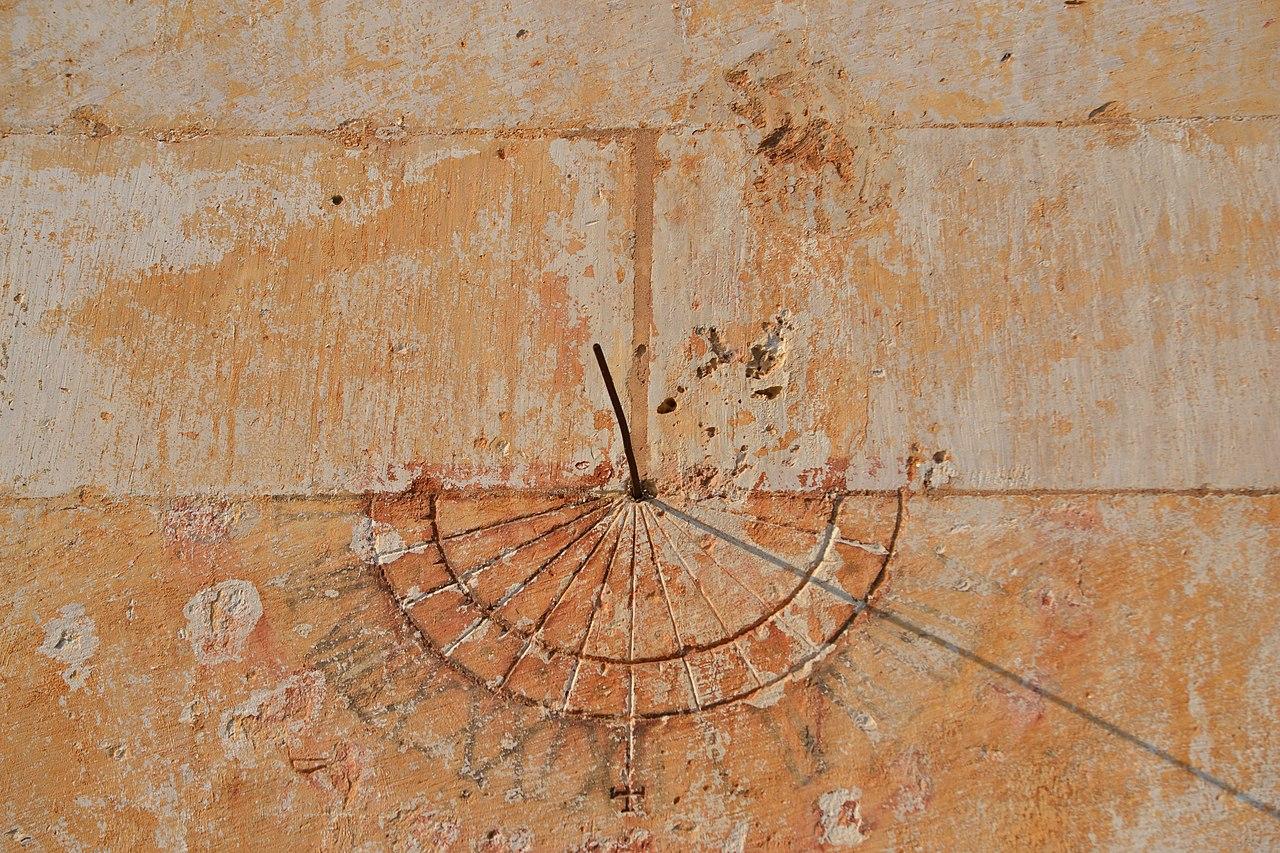 a85af52fdf2 File Relógio de Sol no Mosteiro da Batalha.jpg - Wikimedia Commons