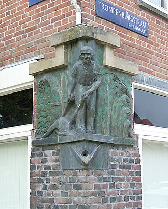 Rivierenbuurt (Amsterdam) - Relief of man with scythe (1927-1928) at the corner of Gaaspstraat and Trompenburgstraat, Rivierenbuurt, believed to be designed by Amsterdam School architect Johan van der Mey.