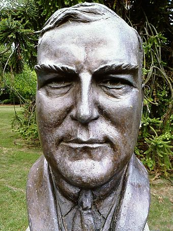 Bust of Robert Menzies by sculptor Wallace Anderson located in the Prime Minister's Avenue in the Ballarat Botanical Gardens Robert Menzies bust.jpg