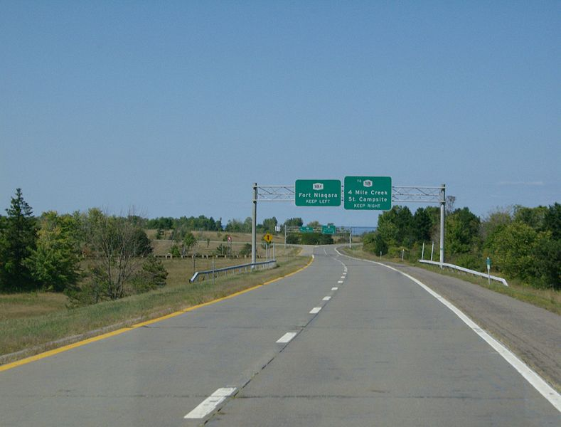 File:Robert Moses Pkwy near NY 18F.jpg