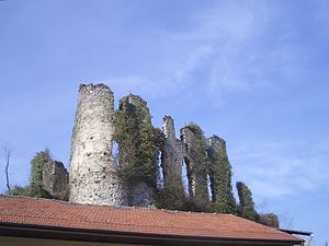 Rocca Canavese - Remains of the castle (Rocca).
