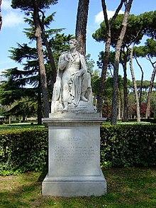 Byron-Denkmal im Garten der Villa Borghese in Rom (Quelle: Wikimedia)