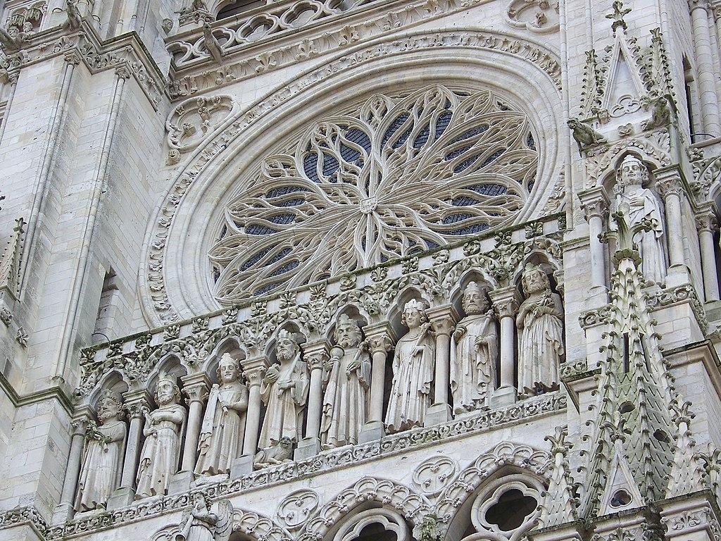 Rosace et galerie des rois de la cathédrale Notre-Dame d'Amiens (Picardie).  (définition réelle 3072×2304)
