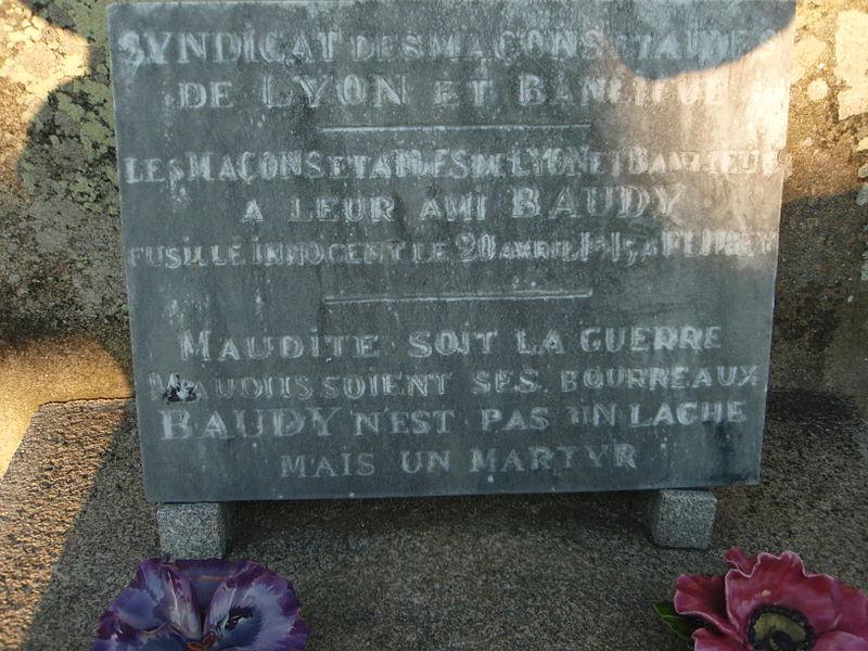 File:Royère-de-Vassivière Stèle sur la tombe de Félix Baudy.JPG