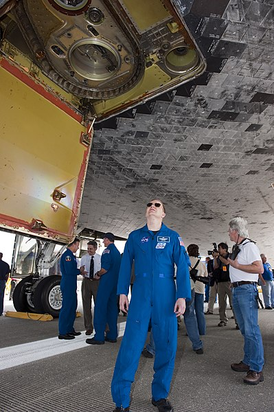 File:STS-133 Pilot Eric Boe admires space shuttle Discovery on the runway.jpg
