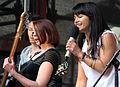 Saengerin Bassistin Gitarrist Liza23-Konzert Muenchner Marienplatz.JPG